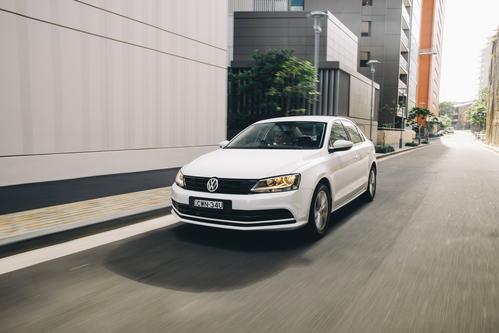 Фото автомобиля Volkswagen Jetta 6 поколение [рестайлинг], ракурс: 45 цвет: белый