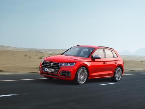 Фото автомобиля Audi SQ5 2 поколение, ракурс: 45 цвет: красный