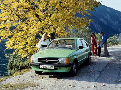 Фото автомобиля Opel Kadett D, ракурс: 45