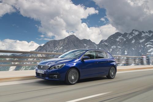 Фото автомобиля Peugeot 308 T9 [рестайлинг], ракурс: 45 цвет: синий
