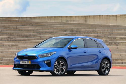 Фото автомобиля Kia Cee'd 3 поколение, ракурс: 45 цвет: синий