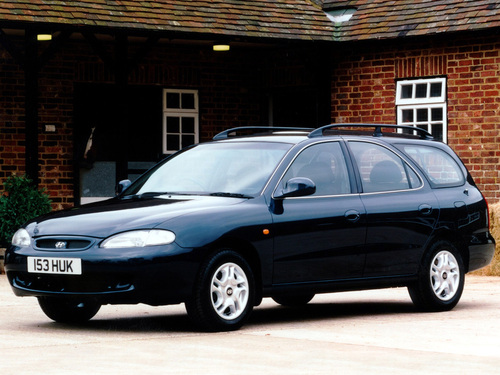 Фото автомобиля Hyundai Elantra J2, ракурс: 45