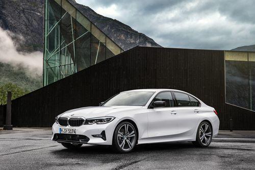 Фото автомобиля BMW 3 серия G20/G21/G28, ракурс: 45 цвет: белый