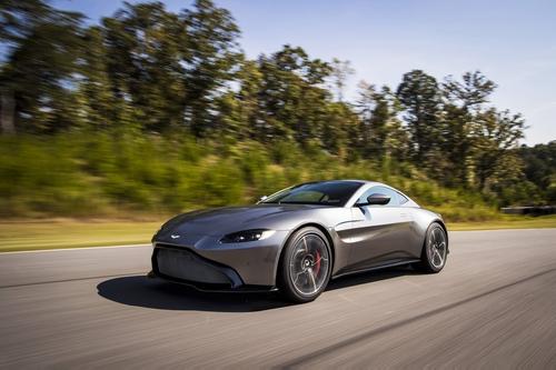 Фото автомобиля Aston Martin Vantage 4 поколение, ракурс: 45 цвет: серый