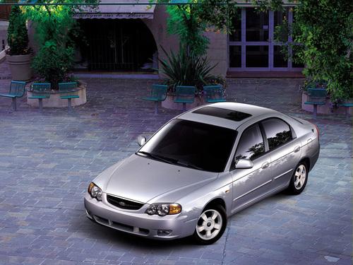 Фото автомобиля Kia Shuma 2 поколение, ракурс: 45