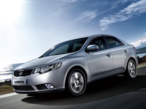 Фото автомобиля Kia Cerato 2 поколение, ракурс: 45 цвет: серый