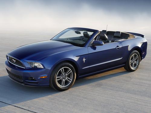 Фото автомобиля Ford Mustang 5 поколение [2-й рестайлинг], ракурс: 45 цвет: синий