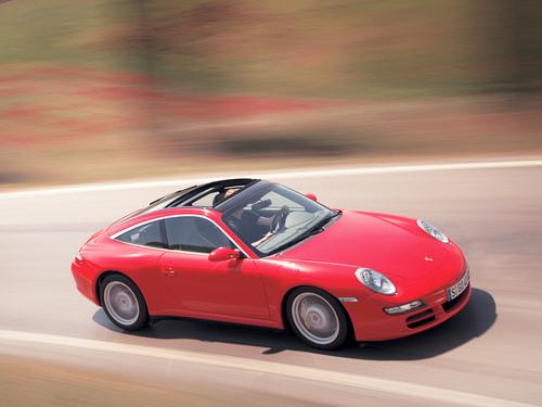 Фото автомобиля Porsche 911 997, ракурс: 45 цвет: красный