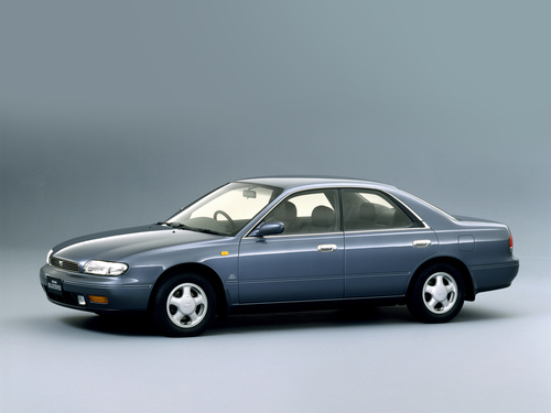 Фото автомобиля Nissan Bluebird U13, ракурс: 45