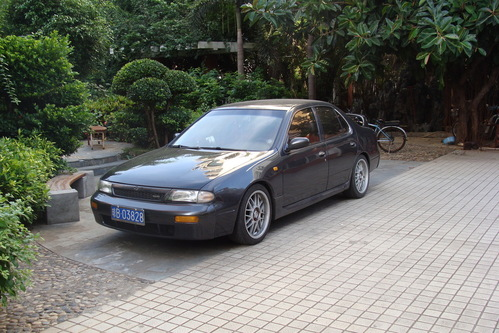 Фото автомобиля Nissan Altima U13, ракурс: 45