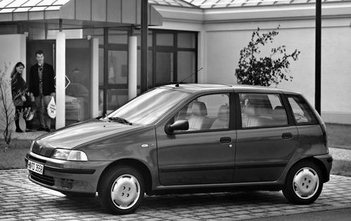 Фото автомобиля Fiat Punto 1 поколение, ракурс: 45 цвет: серый