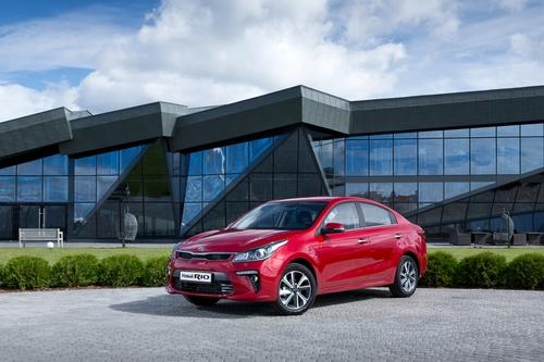 Фото автомобиля Kia Rio 4 поколение, ракурс: 45 цвет: бордовый