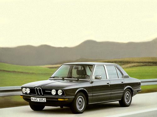 Фото автомобиля BMW 5 серия E12 [рестайлинг], ракурс: 45
