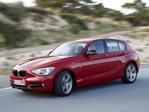 Фото автомобиля BMW 1 серия F20/F21, ракурс: 45 цвет: красный
