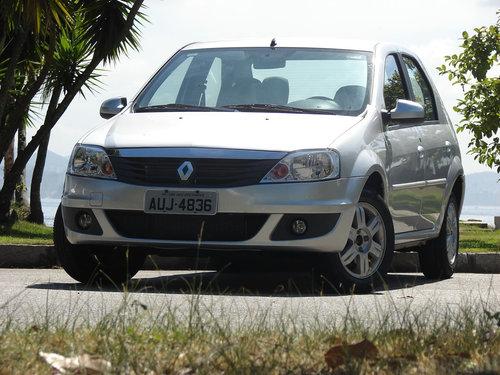Фото автомобиля Renault Logan 1 поколение [рестайлинг], ракурс: 45 цвет: серебряный
