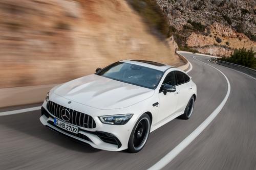 Фото автомобиля Mercedes-Benz AMG GT C190 [рестайлинг], ракурс: 45 цвет: белый