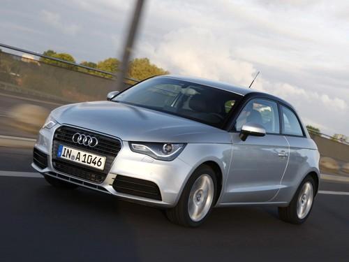 Фото автомобиля Audi A1 8X, ракурс: 45 цвет: серебряный