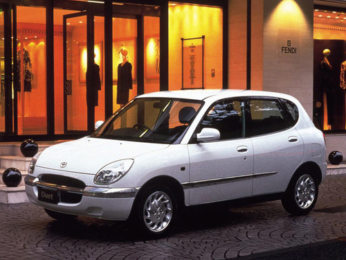 Фото автомобиля Toyota Duet 1 поколение, ракурс: 45