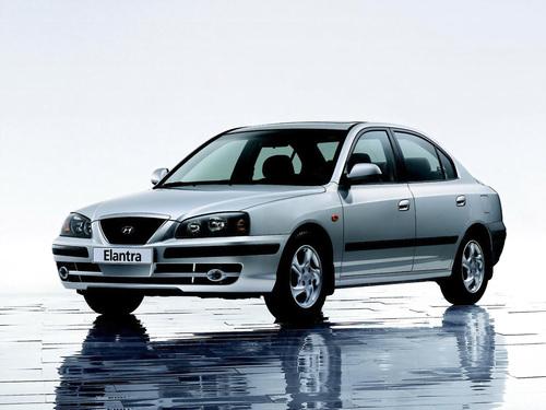 Фото автомобиля Hyundai Elantra XD [рестайлинг], ракурс: 45 цвет: серебряный