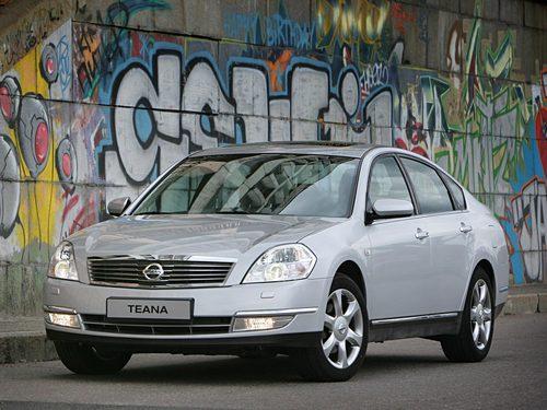 Фото автомобиля Nissan Teana J31, ракурс: 45 цвет: серебряный