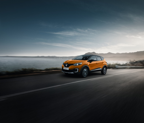 Фото автомобиля Renault Kaptur 1 поколение, ракурс: 45 цвет: оранжевый