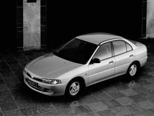 Фото автомобиля Mitsubishi Lancer VIII, ракурс: 45