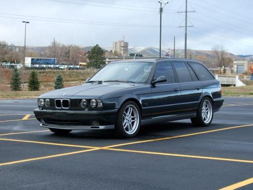 Фото автомобиля BMW M5 E34, ракурс: 45