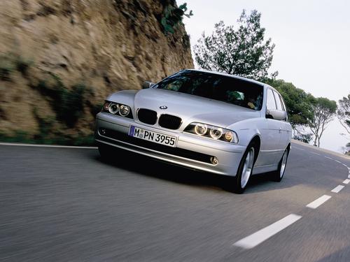 Фото автомобиля BMW 5 серия E39 [рестайлинг], ракурс: 45 цвет: серебряный