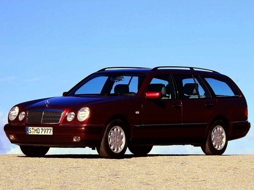 Фото автомобиля Mercedes-Benz E-Класс W210/S210, ракурс: 45 цвет: бордовый