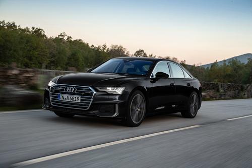 Фото автомобиля Audi A6 C8, ракурс: 45 цвет: черный