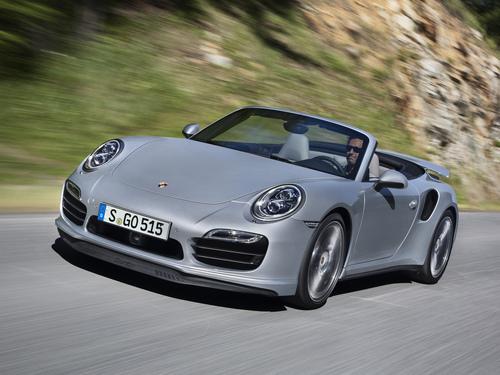Фото автомобиля Porsche 911 991, ракурс: 45 цвет: серебряный