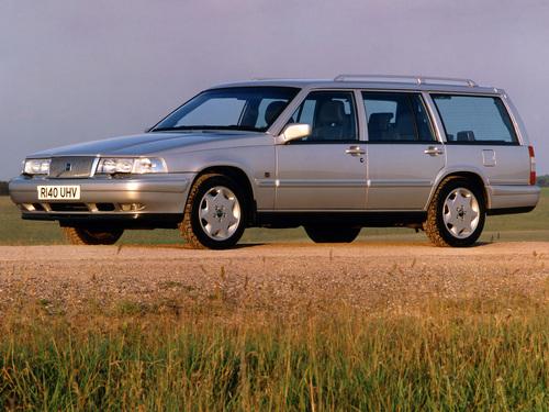 Фото автомобиля Volvo V90 1 поколение, ракурс: 45 цвет: серебряный