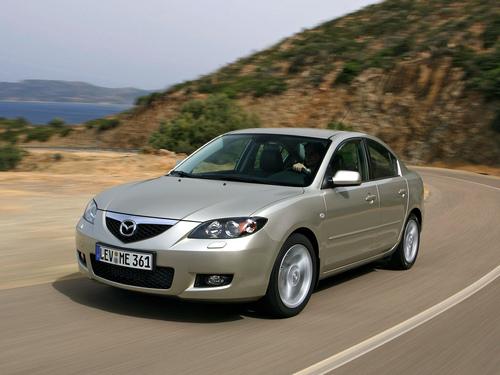 Фото автомобиля Mazda 3 BK [рестайлинг], ракурс: 45 цвет: бежевый
