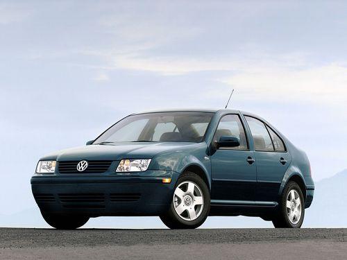 Фото автомобиля Volkswagen Jetta 4 поколение, ракурс: 45 цвет: зеленый