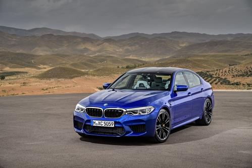 Фото автомобиля BMW M5 F90, ракурс: 45 цвет: синий
