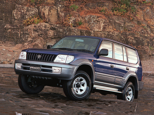 Фото автомобиля Toyota Land Cruiser Prado J90 [рестайлинг], ракурс: 45