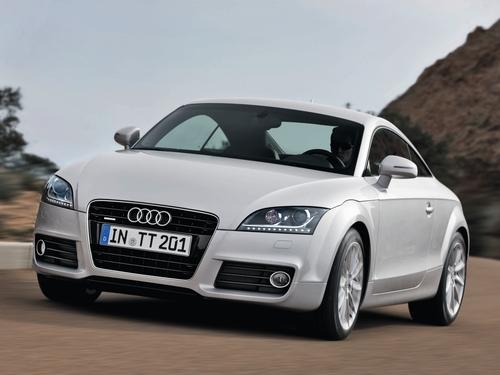 Фото автомобиля Audi TT 8J [рестайлинг], ракурс: 45 цвет: серебряный