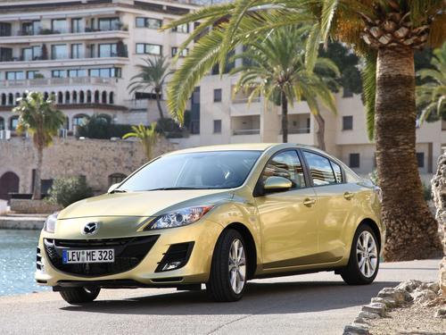 Фото автомобиля Mazda 3 BL, ракурс: 45 цвет: сафари