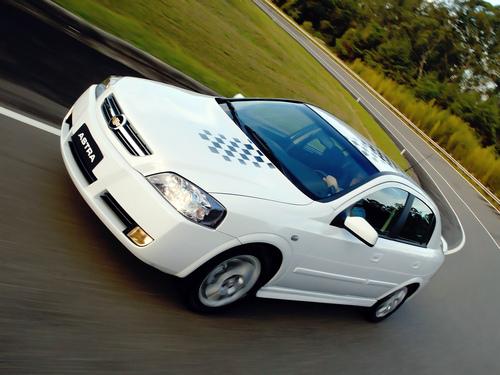Фото автомобиля Chevrolet Astra 2 поколение [рестайлинг], ракурс: 45