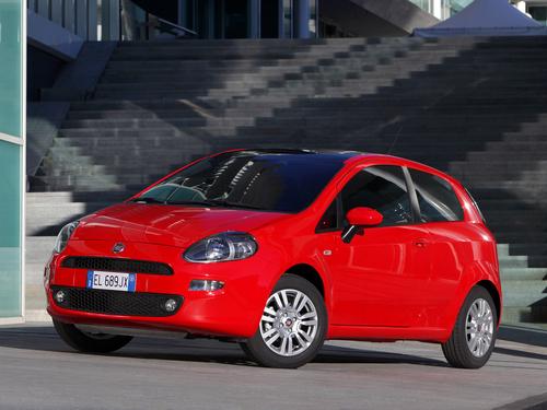 Фото автомобиля Fiat Punto 3 поколение [2-й рестайлинг], ракурс: 45 цвет: красный