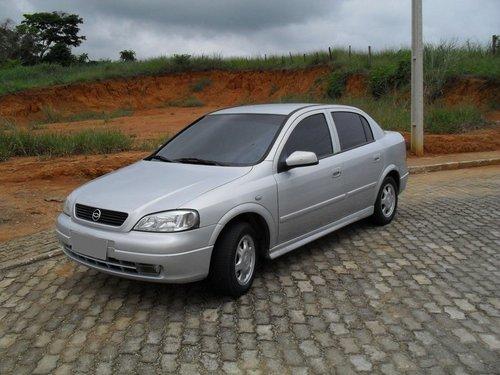 Фото автомобиля Chevrolet Astra 2 поколение, ракурс: 45