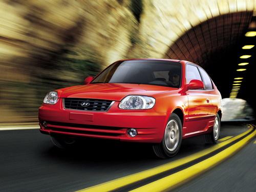 Фото автомобиля Hyundai Accent LC [рестайлинг], ракурс: 45 цвет: красный