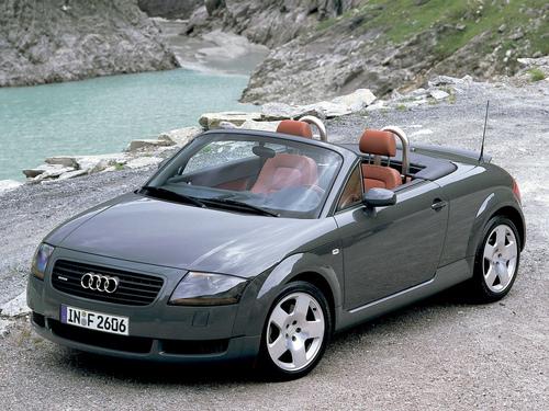 Фото автомобиля Audi TT 8N, ракурс: 45