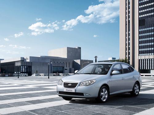 Фото автомобиля Hyundai Elantra HD, ракурс: 45