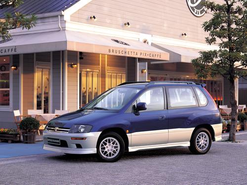 Фото автомобиля Mitsubishi Space Runner 2 поколение, ракурс: 45