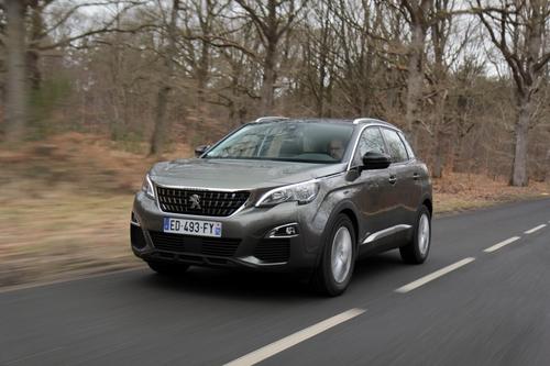 Фото автомобиля Peugeot 3008 2 поколение, ракурс: 45 цвет: серый