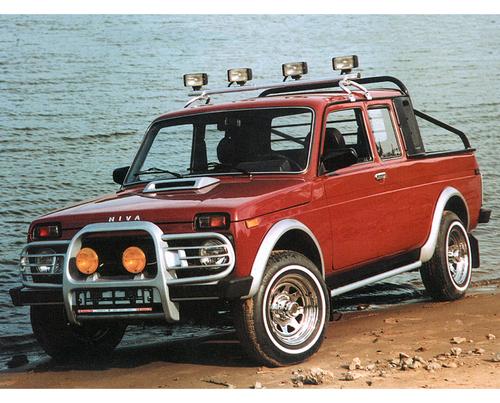 Фото автомобиля ВАЗ (Lada) 4x4 1 поколение [рестайлинг], ракурс: 45 цвет: бордовый