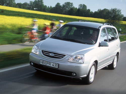 Фото автомобиля Kia Carens 2 поколение, ракурс: 45