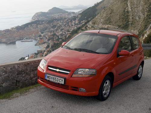 Фото автомобиля Chevrolet Aveo T200, ракурс: 45