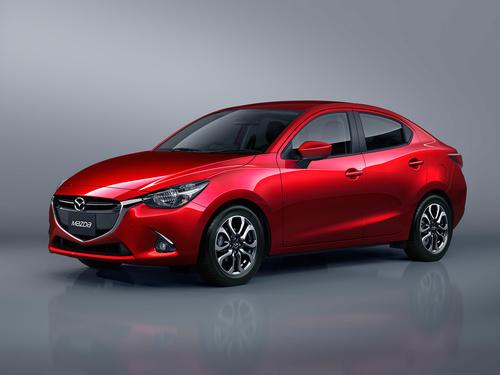 Фото автомобиля Mazda 2 DJ, ракурс: 45 цвет: красный